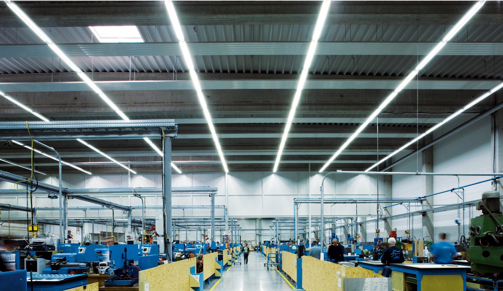 Industriehallen Lagerhallen Hallenbeleuchtung Trilux