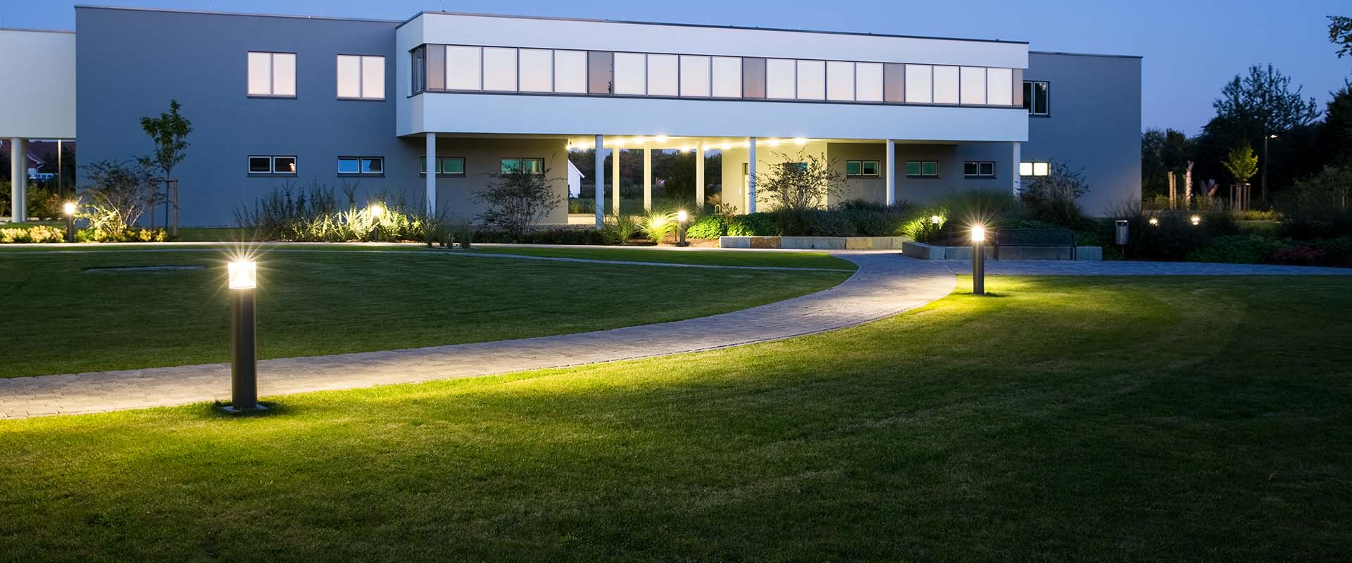 chemins eclairage ext rieur application trilux simplify your light. Black Bedroom Furniture Sets. Home Design Ideas
