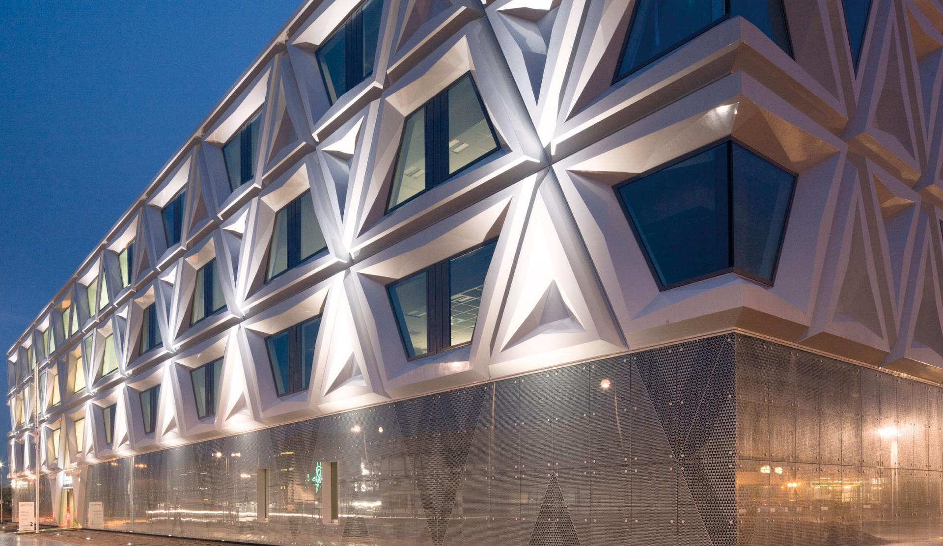 Architectural building facade lighting with led trilux for Archi facade