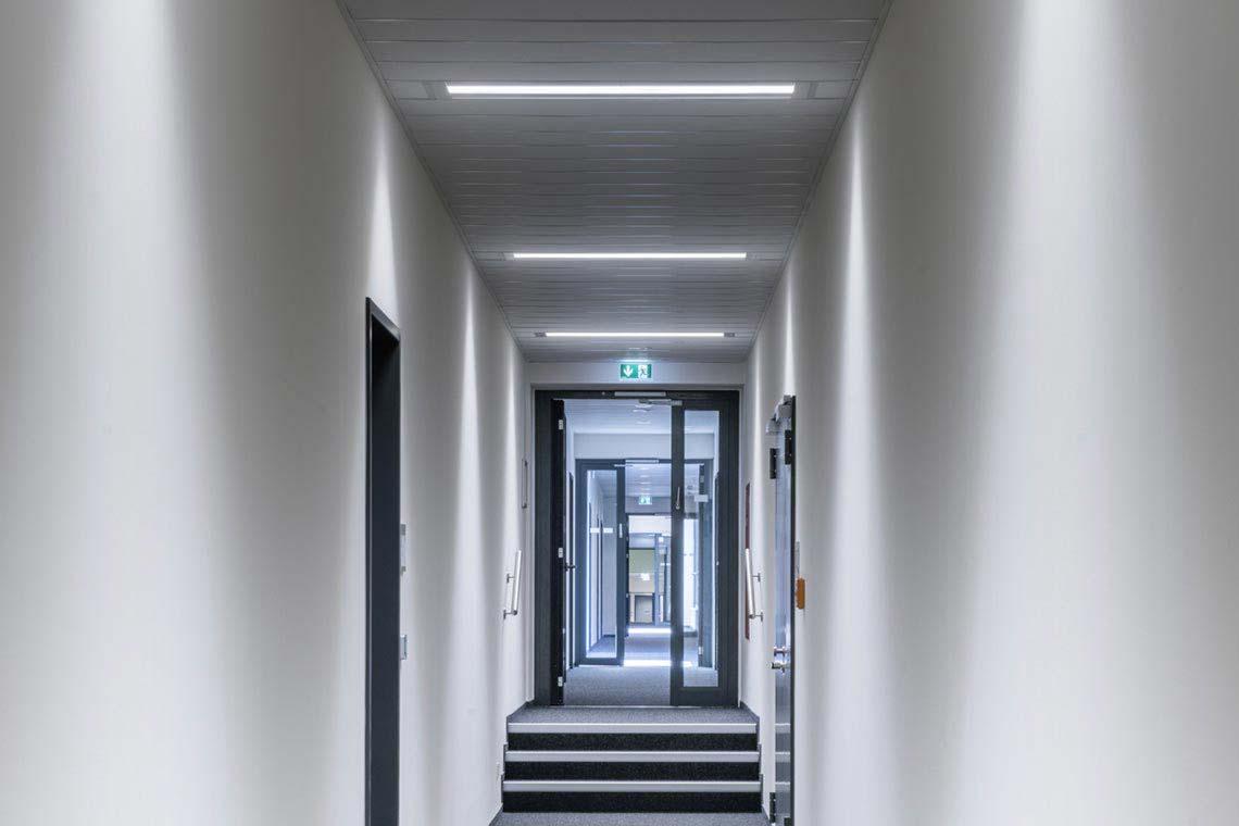 arimo slim sky led produkte trilux simplify your light. Black Bedroom Furniture Sets. Home Design Ideas