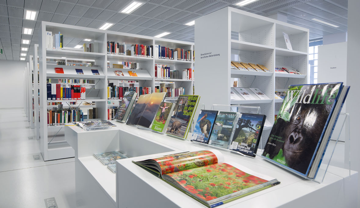 Stadtbibliothek stuttgart trilux simplify your light for Interio stuttgart