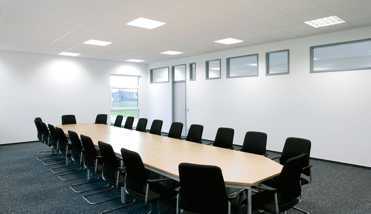 lichtmanagement op kantoor trilux. Black Bedroom Furniture Sets. Home Design Ideas