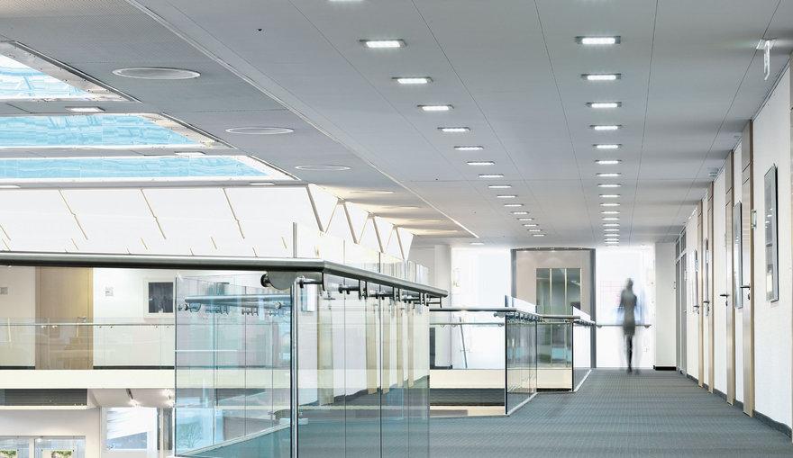 Illuminazione led per aree di ingresso e uffici trilux for Illuminazione ufficio design