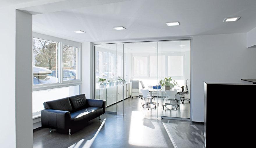 Iluminaci n din mica para oficinas trilux for Iluminacion led oficinas