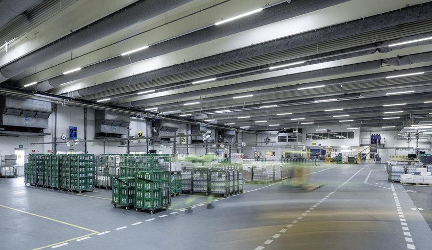 Beleuchtung Led Industrie : Industriehallen & Lagerhallen  Hallenbeleuchtung  TRILUX