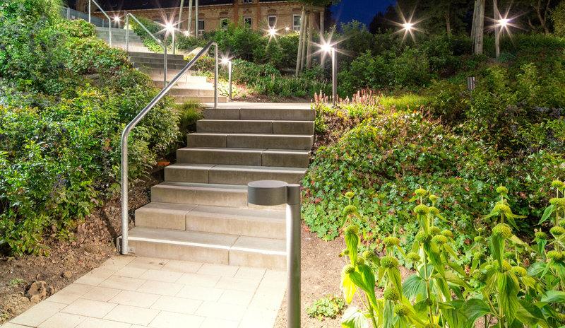 arbres et jardins clairage architectural eclairage ext rieur application trilux. Black Bedroom Furniture Sets. Home Design Ideas