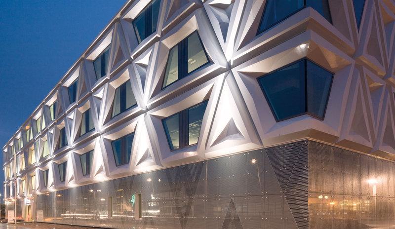 Facciate - Illuminazione di strutture architettoniche - Outdoor - Applicazione - TRILUX Simplify ...
